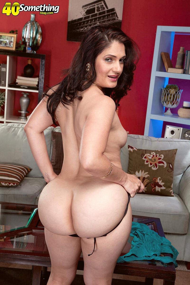 Lesbian woman seduces girl