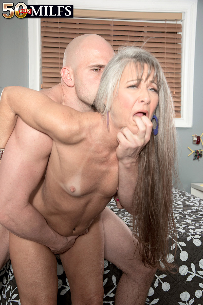 Hot mature lady porn