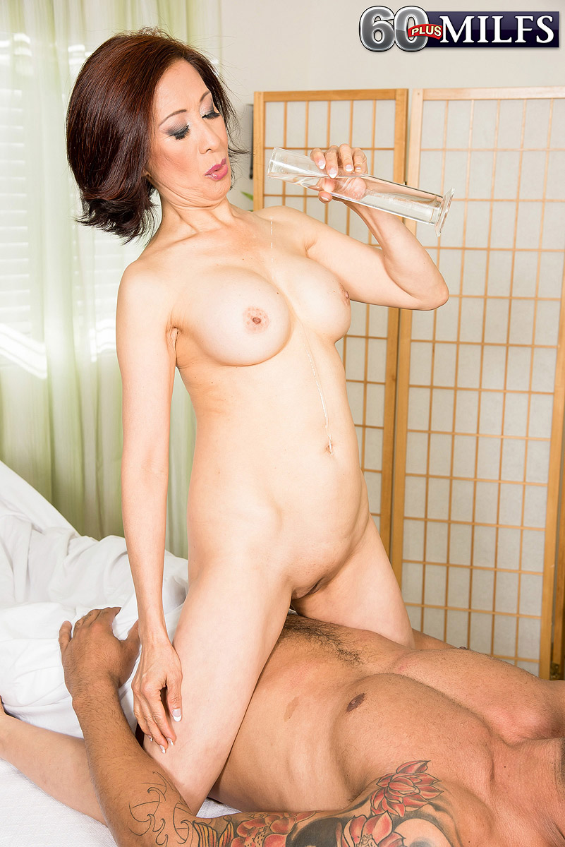 Asian mature Kim Anh