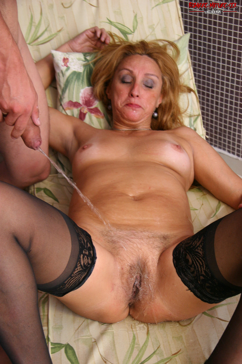 Mature slut in fucking and pissing