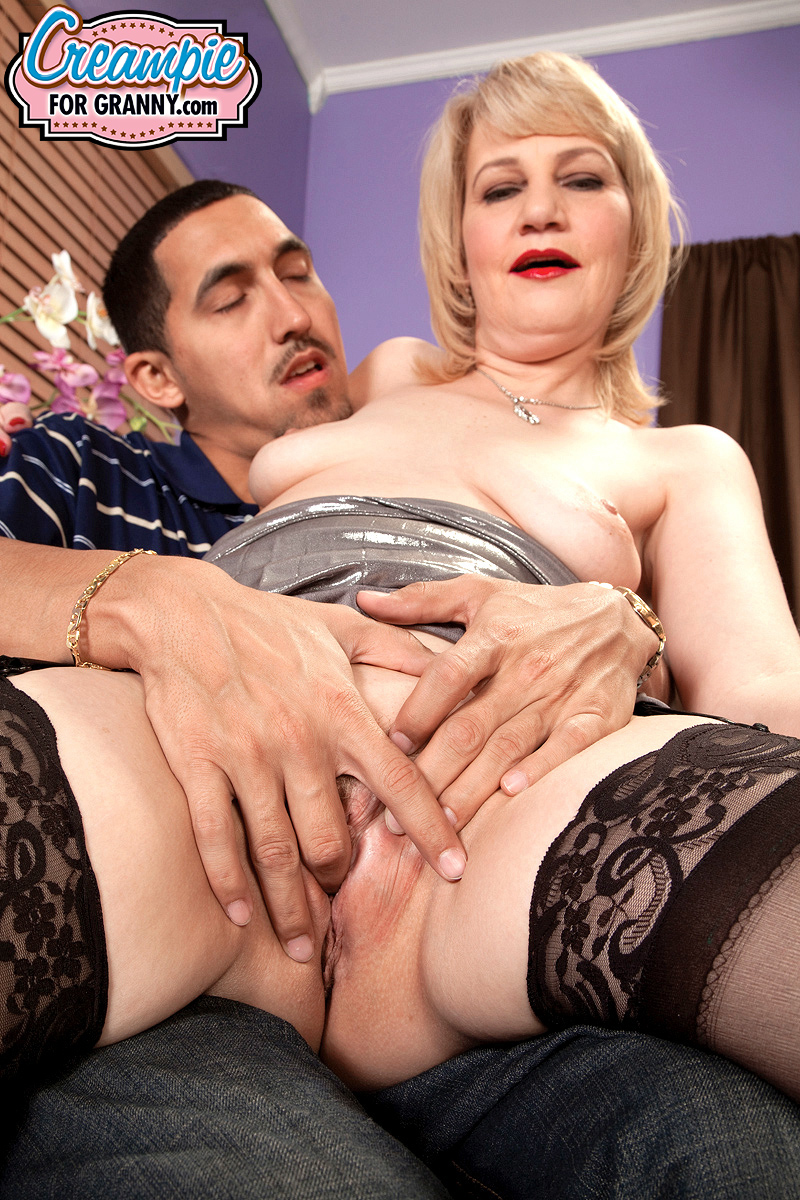 Horny Housewife Dixie Reynolds