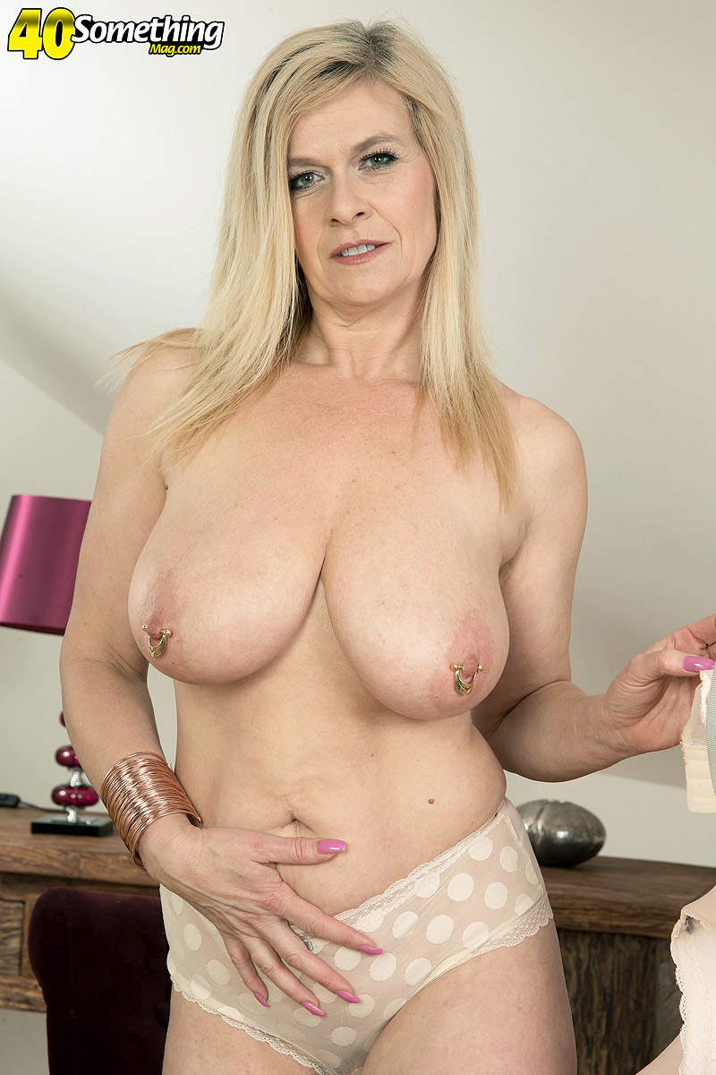 German housewife Marina Rene