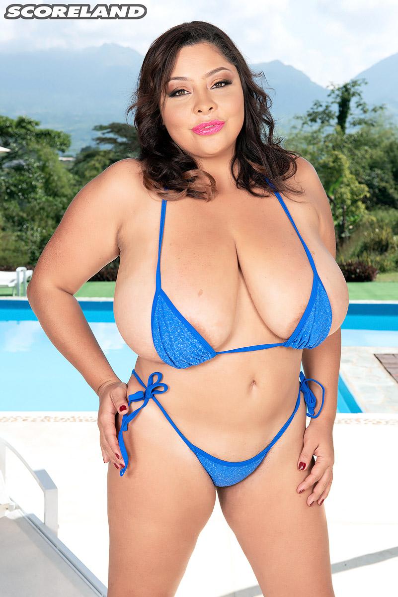 Bikini Babe Sofia Damon