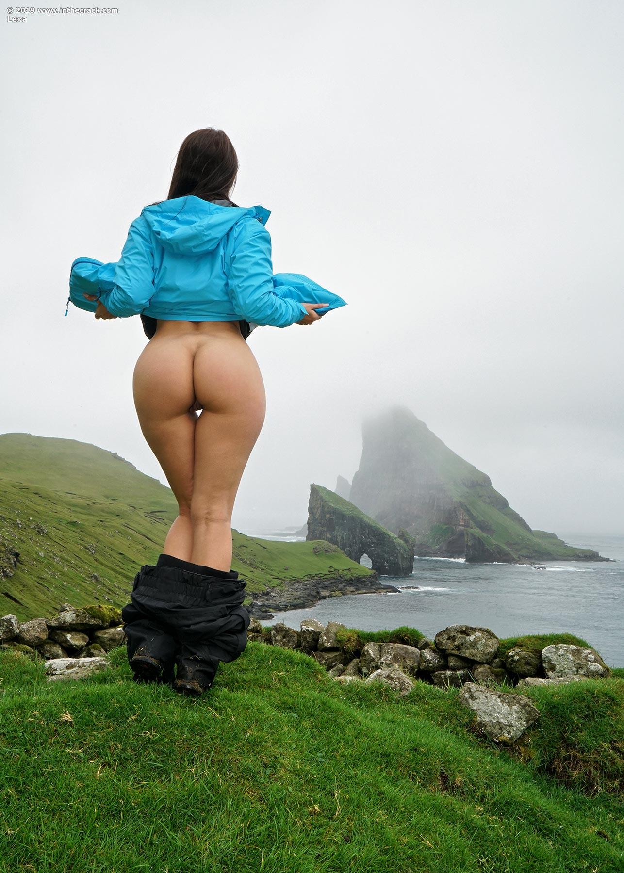 Sexy babe Melisa Mendiny