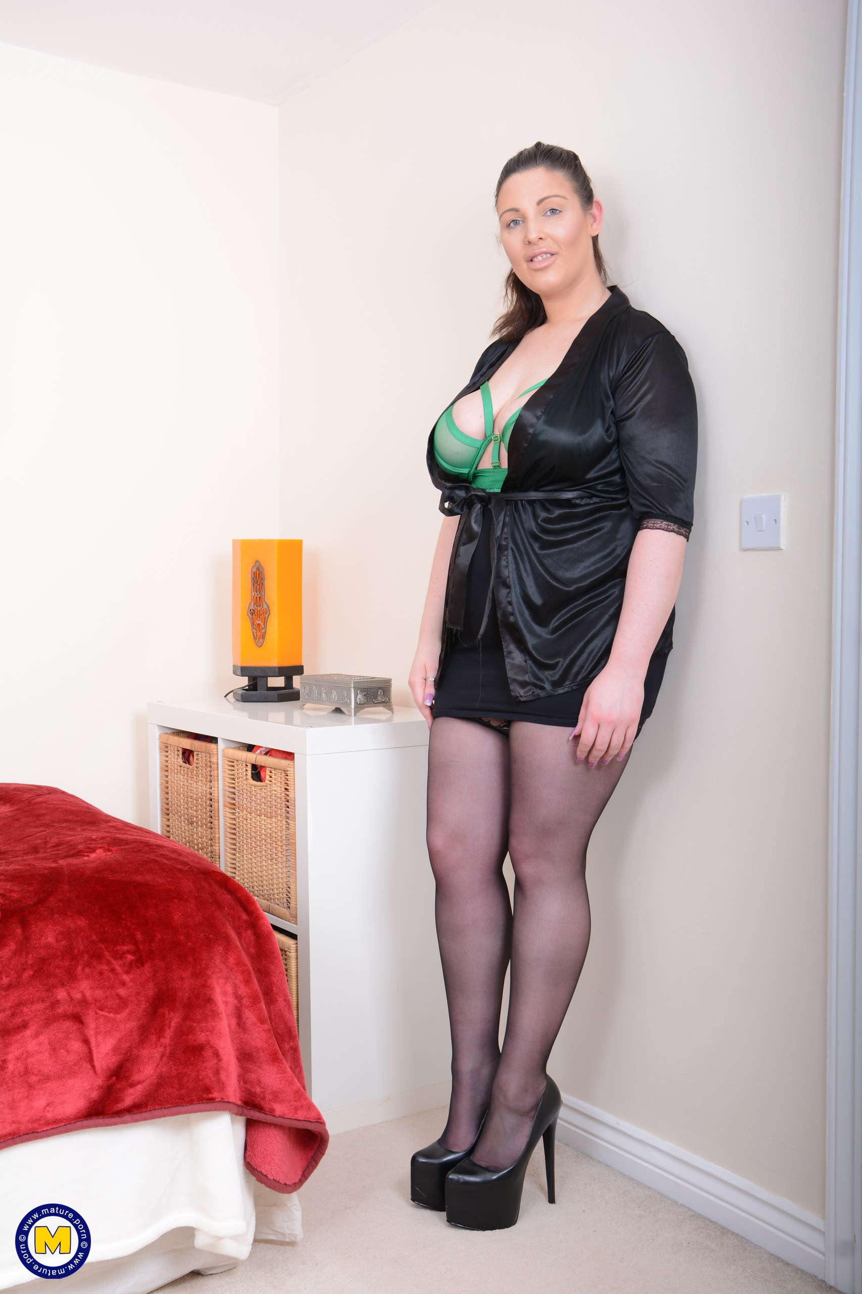 Curvy housewife Crystal | The Mature Lady Porn Blog