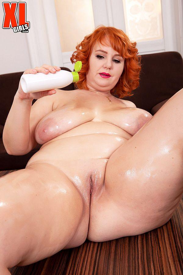 Curvy MILF Katrin Porto