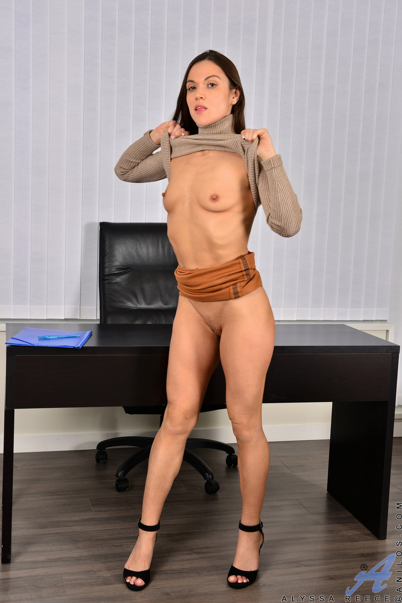 Alyssa Reece masturbation in office