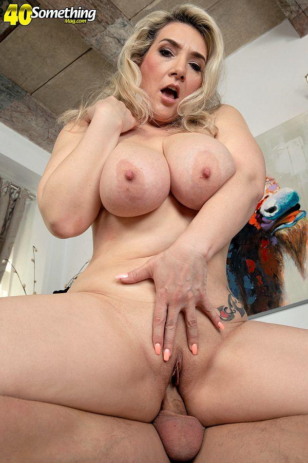 Curvy Milf Sandy Bigboobs