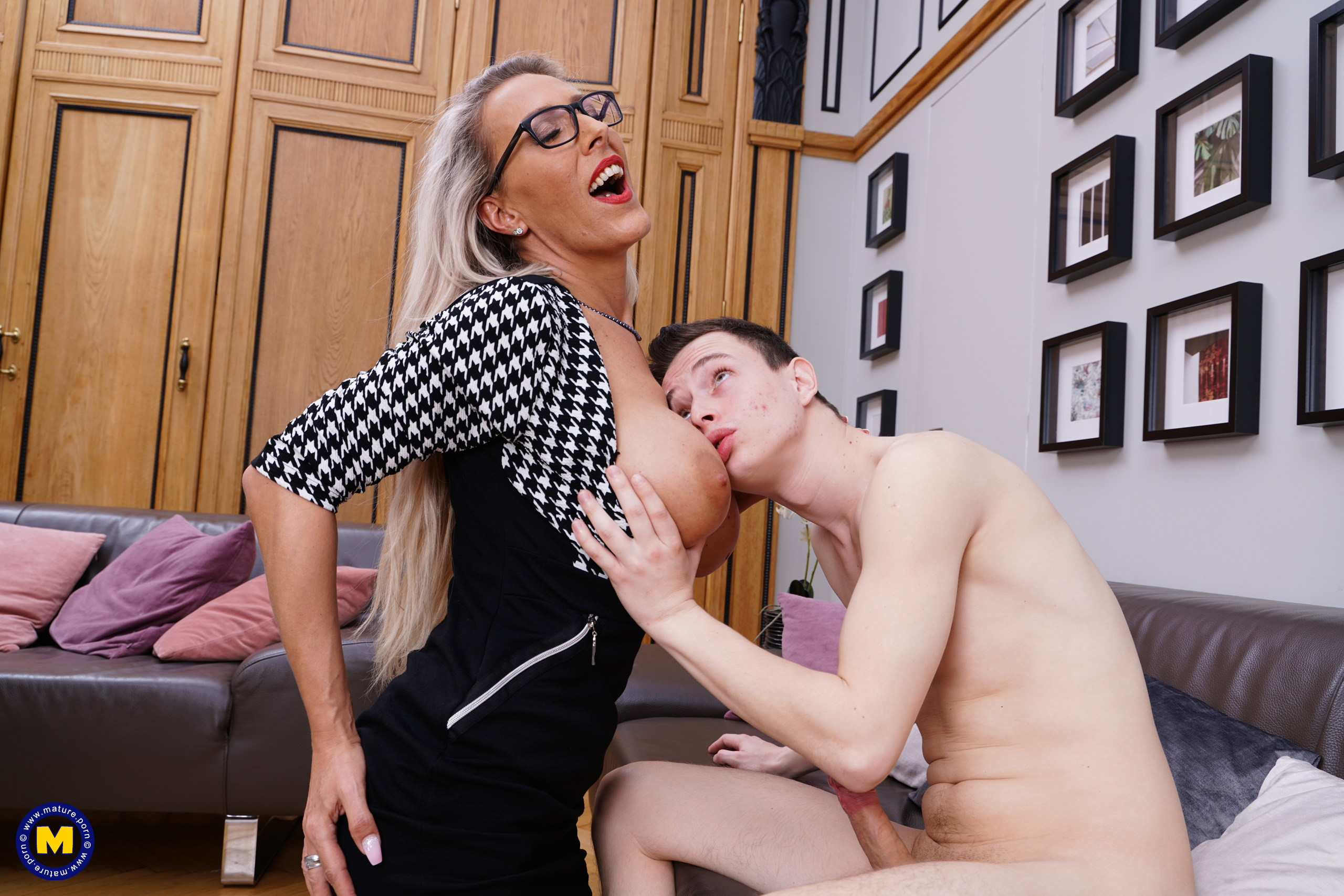 Sexy german MILF receives huge load