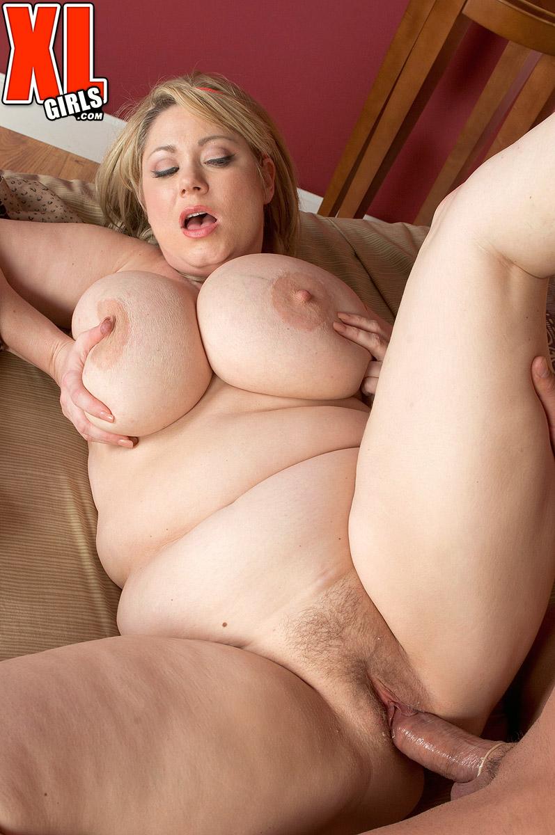 Curvy mature Samantha 38G