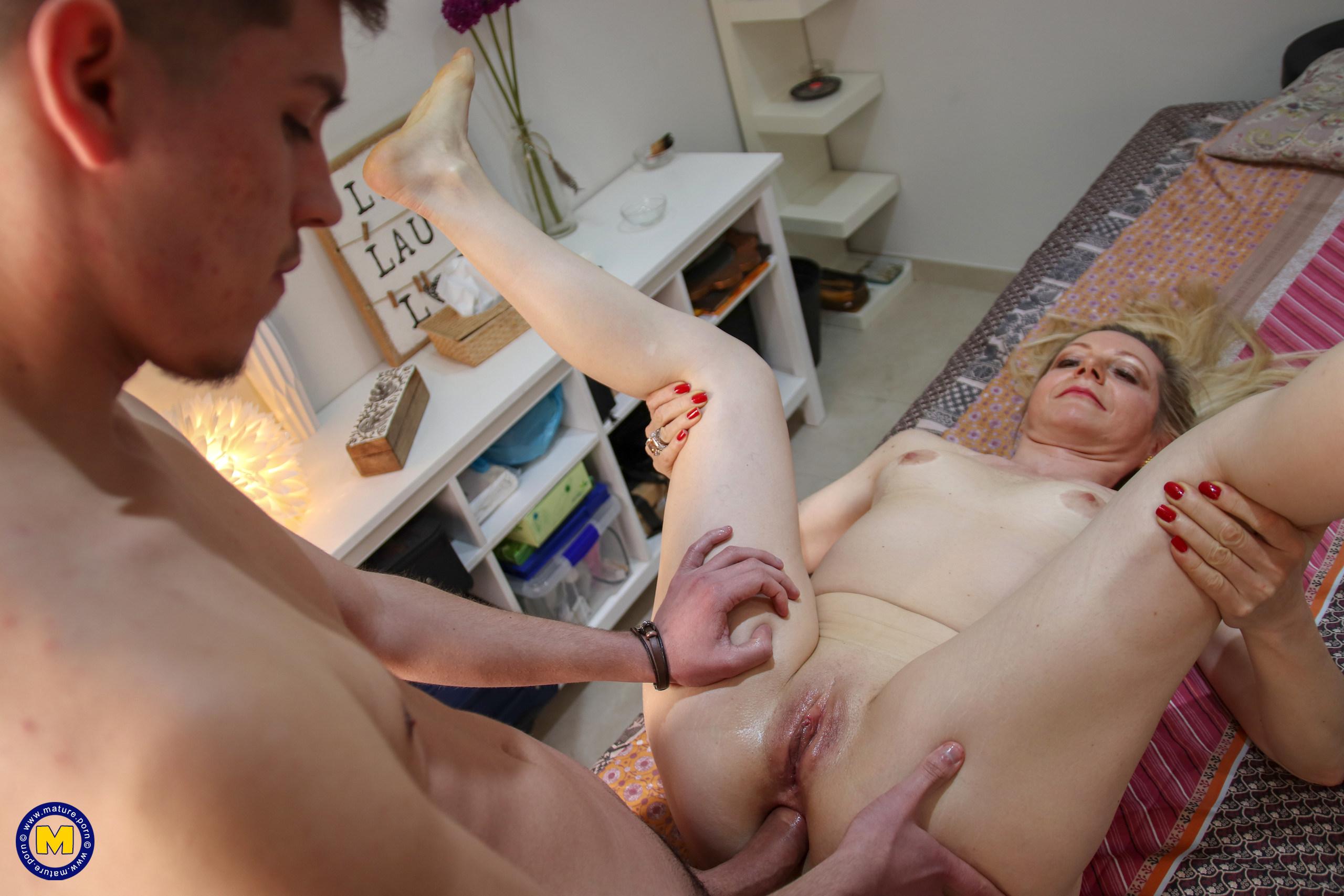 Mature Anal massag