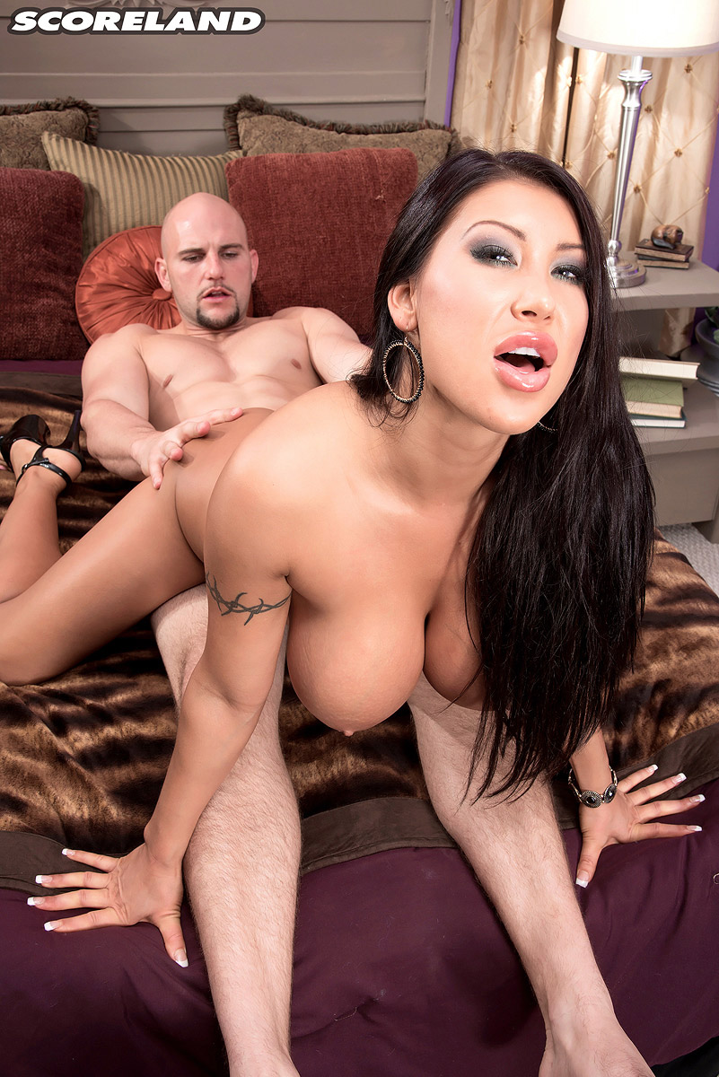 Big boobs milf Nadia Villanova