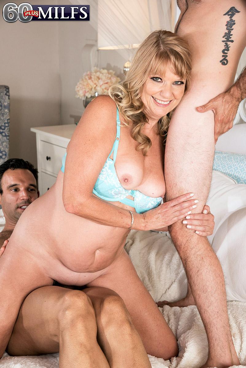 Sexy mom Mia Magnusson