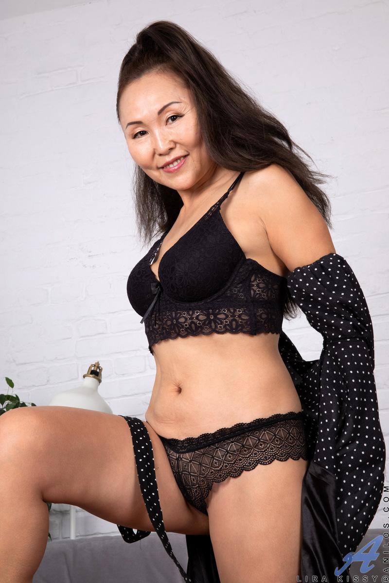 housewife Lira Kissy