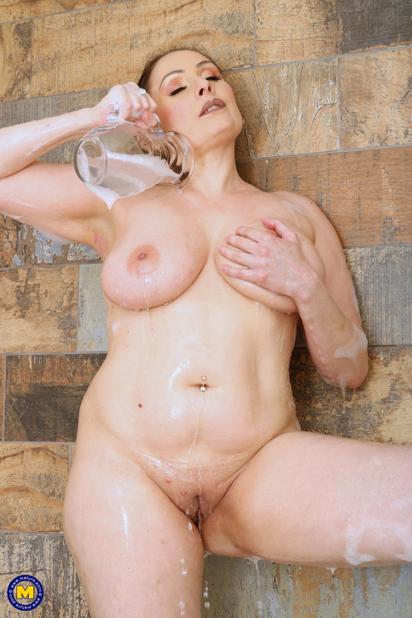 Hot MILF Sophia Delane