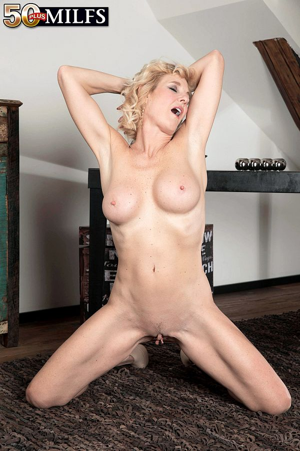 Hot mature Molly Maracas
