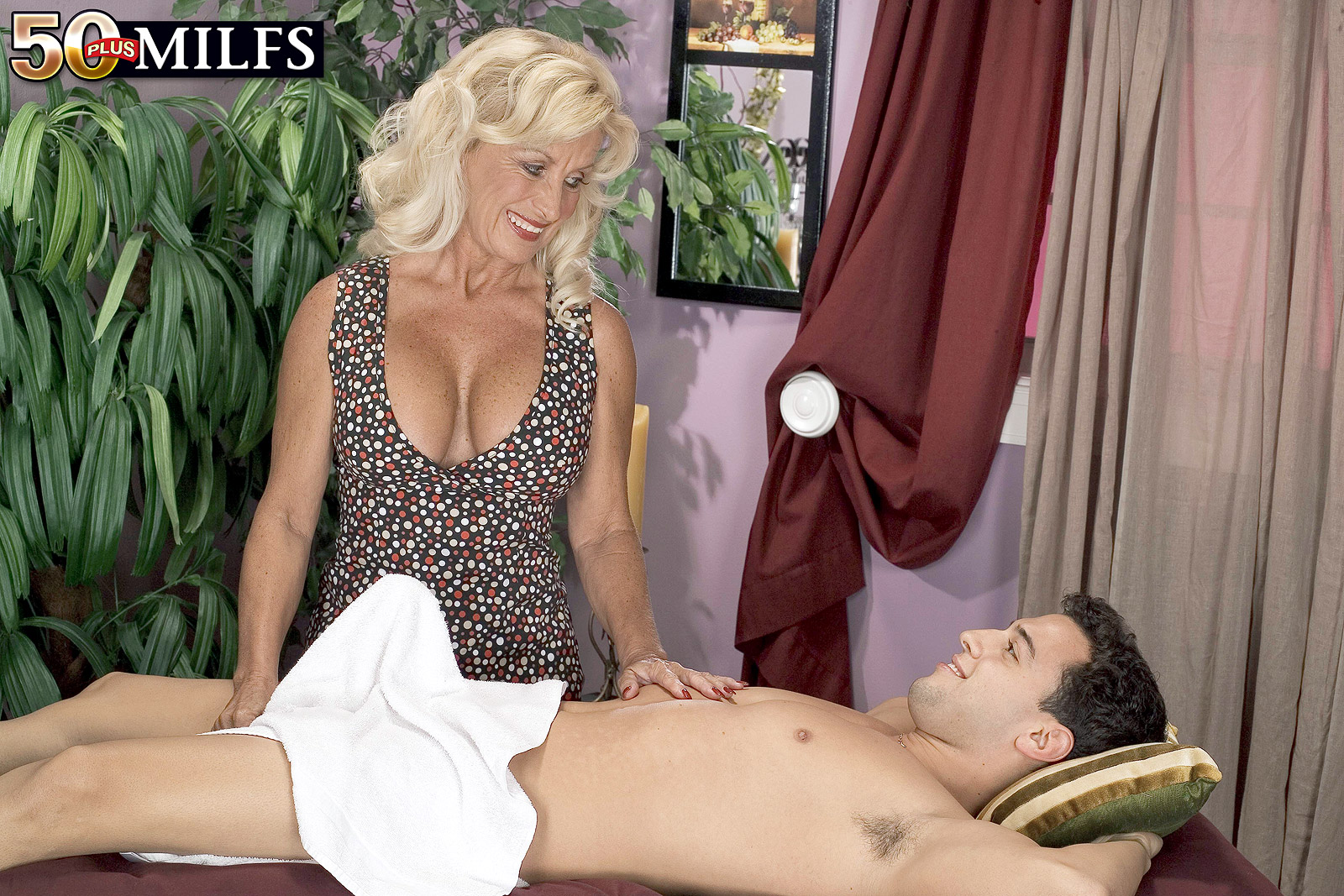 Granny Julia Butt Masseuse Porn