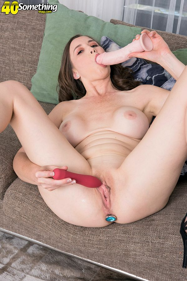 Horny mature Lilly James