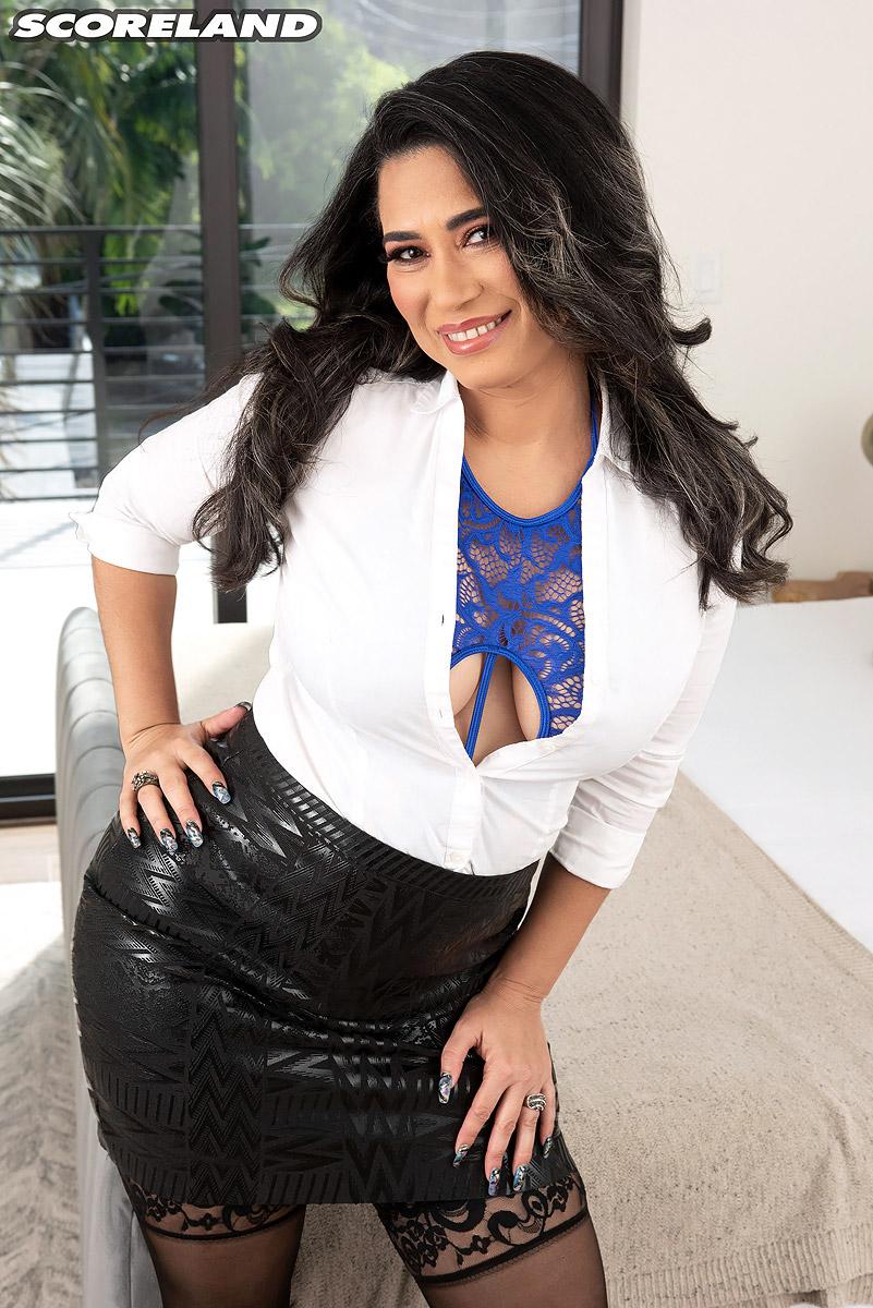 Lira Kissy - Ukrainian housewife Sunshine K   The Mature