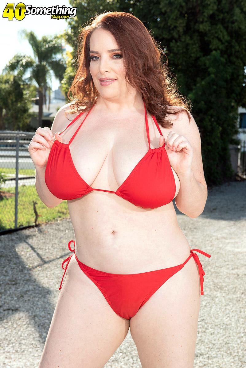 Bikini MILF Maggie Green