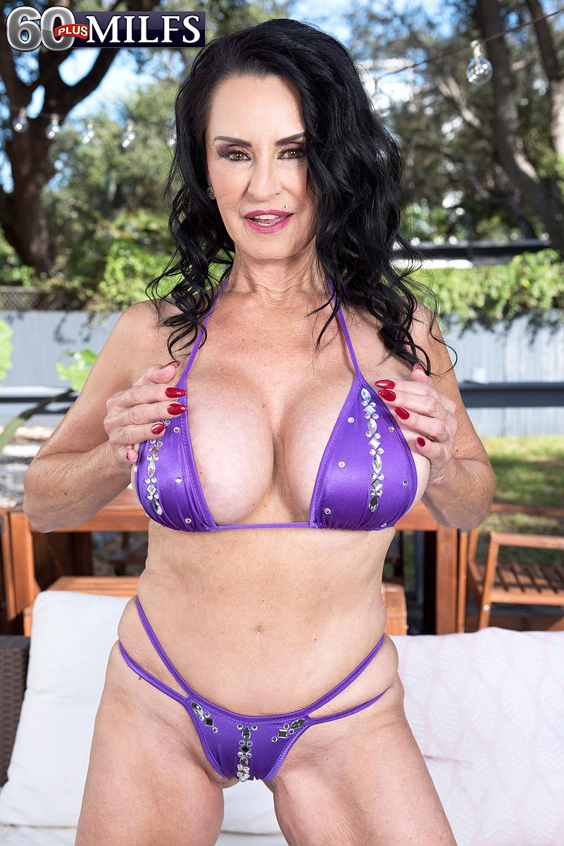 Bikini mature Rita Daniels