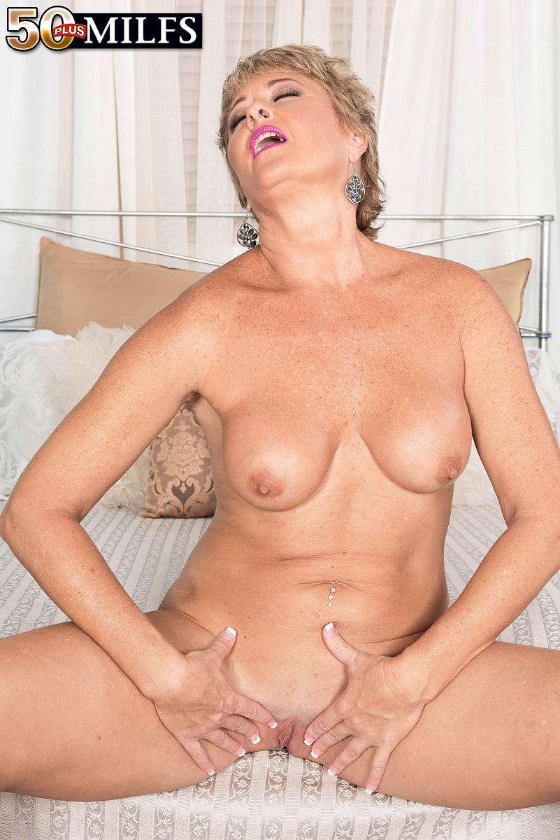 Horny mature Tracy Licks