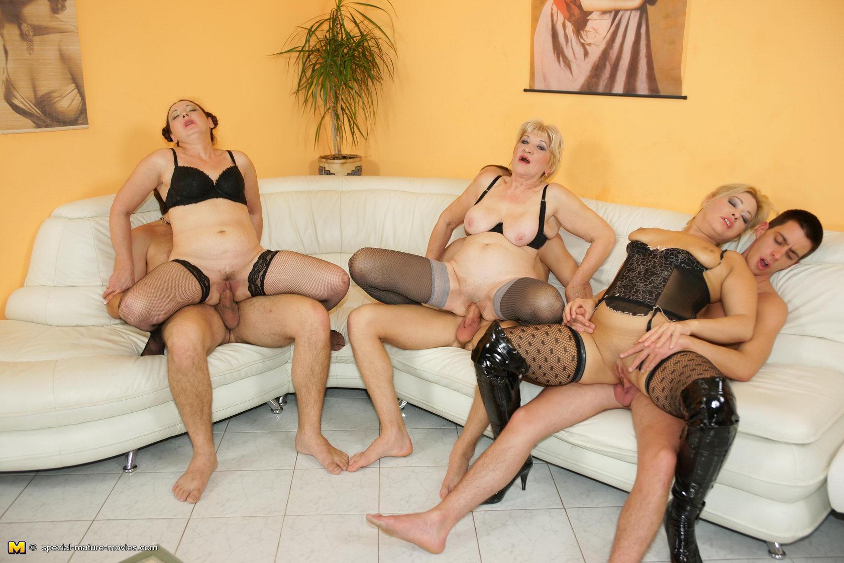 Немецкое групповое порно зрелых женщин