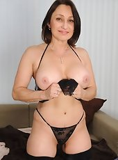 Anilos milf Angel dips her gifted fingers deep at intervals her panther pussy