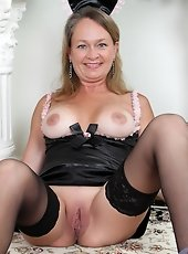 Sultry mature secretary shows off her tantalizing naked body