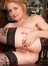 Gorgeous milf in stockings gets fucked deep and laborious by an enormous dick