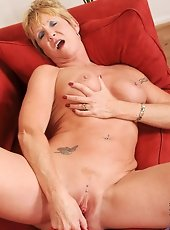 Sexy female parent not far away spreads her juicy pussy to masturbate