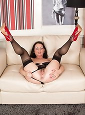Busty brunette milf Shayla Laveaux shows off her poverty-stricken panther pussy within the workplace