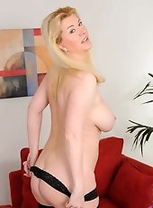 Hot momma has associate aching sinful want to urge naughty