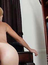 Horny nude Anilos girl loves spreading her pink pussy lips wide