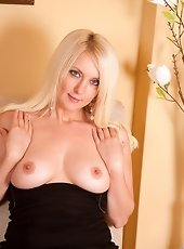Perfect tittied milf slides a glass vibrator into her puffy twat