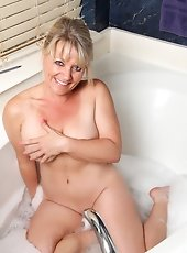Beautiful Rebekka Raynor tries out her new flex stimulator throughout pleasant solo sex on her lounge