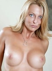 Anilos infant Tonya slips off her thongs and spreads her pink milf pussy